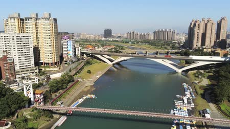 süspansiyon : Aerial view of the famous Bitan Scenic area in Xindian Districtat New Taipei City, Taiwan