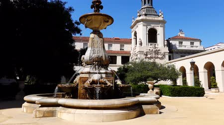 мрачный : Afternoon view of The  Pasadena City Hall at Los Angeles, California, United States