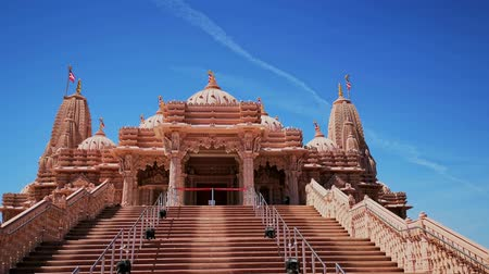 földrengés : Exterior view of the famous BAPS Shri Swaminarayan Mandir at Chino Hills, California