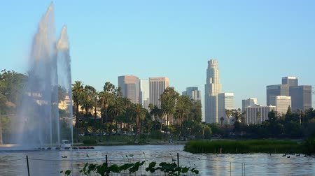 zwanenmeer : Afternoon view of the famous Los Angeles downtown skyline in Echo Park at Los Angeles, California Stockvideo