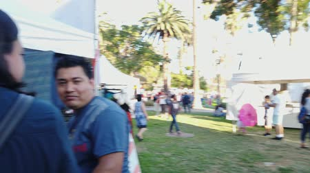реальное время : Los Angeles, JUL 13: Many vendors in the Lotus Festival Echo Park on JUL 13, 2019 at Los Angeles, California
