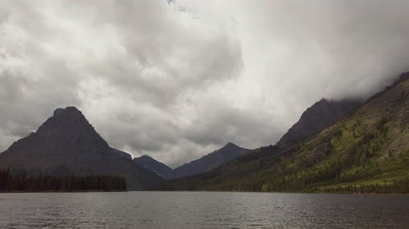 sierpien : Beautiful landscape of the Two Medicine Lake in Glacier National Park at Montana