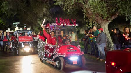 空き時間 : Las Vegas, NOV 19:  Golf cart parade in Rebel Homecoming Festival on NOV 19, 2019 at Las Vegas, Nevada 動画素材