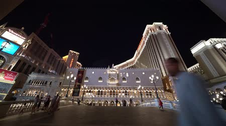 азартная игра : Las Vegas, SEP 25: Night exterior view of the Venetian Casino Hotel on SEP 25, 2019 at Las Vegas, Nevada