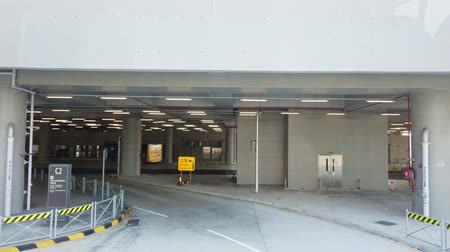 tesisler : Parking structure of the famous Hong Kong Boundary Crossing Facilities at Hong Kong, China
