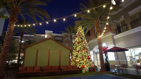 rancho : Las Vegas, 2 de diciembre: luces navideñas, decoración de The District en Green Valley Ranch el 2 de diciembre de 2019 en Las Vegas, Henderson Archivo de Video