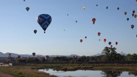 Morning view of the famous Albuquerque International Balloon Fiesta event at New Mexico Vídeos