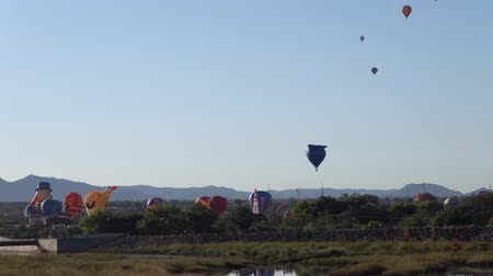 Vista matutina del famoso evento Albuquerque International Balloon Fiesta en Nuevo México