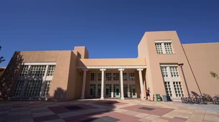 biblioteca : Zimmerman Library of the beautiful campus of The University of New Mexico at Albuquerque