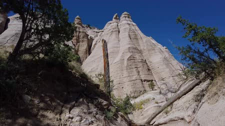meksyk : Sunny view of the famous Kasha Katuwe Tent Rocks National Monument at New Mexico