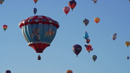 meksyk : Morning view of the famous Albuquerque International Balloon Fiesta event at New Mexico Wideo