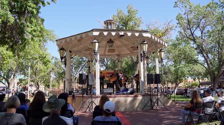 полоса : Albuquerque, OCT 5: Band performance of music in a Kiosk on OCT 5, 2019 at Albuquerque, New Mexico