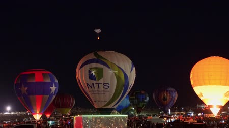 recreatie : Albquerque, 5 oktober: Nachtzicht van het beroemde Albuquerque International Balloon Fiesta-evenement op 5 oktober 2019 in Albquerque, New Mexico Stockvideo