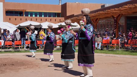 meksyk : Albquerque, OCT 5: People dancing in traditional Zuni Culture performance on OCT 5, 2019 at Albquerque, New Mexico