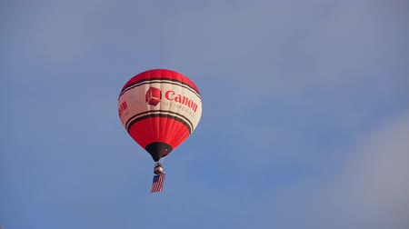 meksyk : Albquerque, OCT 4: Canon ballon carrying the American flag flying out in the famous Albuquerque International Balloon Fiesta event on OCT 4, 2019 at Albquerque, New Mexico
