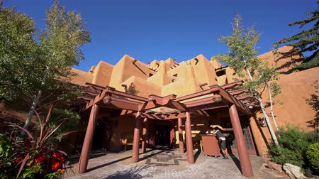 karczma : Santa Fe, OCT 6: Exterior view of a beautiful Pueblo building on OCT 6, 2019 at Santa Fe, New Mexico
