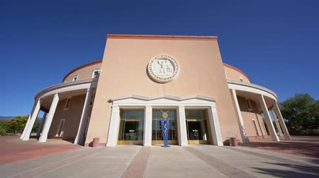 Exterior view of the New Mexico State Capitol at New Mexico Vídeos