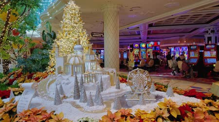 Вегас : Las Vegas, DEC 17:  Interior view of The Wynn Casino on DEC 17, 2019 at Las Vegas, Nevada Стоковые видеозаписи