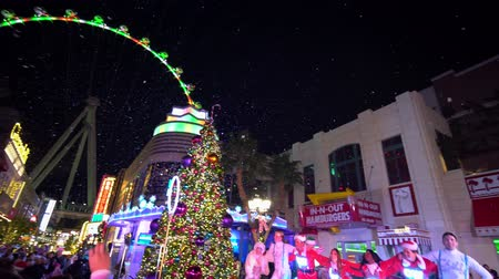 paseo maritimo : Las Vegas, DEC 25: Night special performance at The Linq Promenade on DEC 25, 2019 at Las Vegas, Nevada