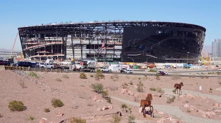 futball : Las Vegas, DEC 17:  Construction site of the Allegiant Stadium and strip view on DEC 17, 2019 at Las Vegas, Nevada