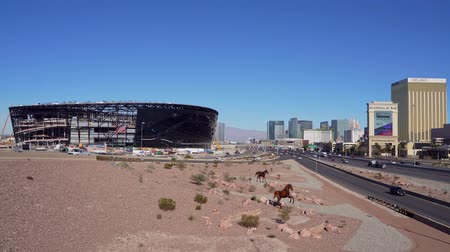 eyaletler arası : Las Vegas, DEC 17:  Construction site of the Allegiant Stadium and strip view on DEC 17, 2019 at Las Vegas, Nevada