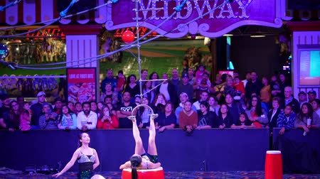 Вегас : Las Vegas, JAN 4: Free Acrobatic Troupe show in the famous Circus Circus Hotel & Casino on JAN 4, 2020 at Las Vegas, Nevada Стоковые видеозаписи