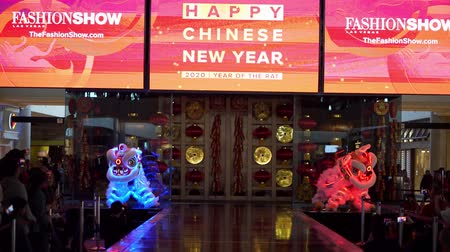 draak : Las Vegas, JAN 26:  Chinese New Year celebration in the Fashion Show shopping mall on JAN 26, 2020 at Las Vegas, Nevada