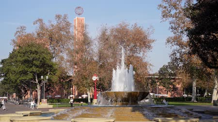 los angeles : Los Angeles, Jan 15: Afternoon sunny view of the Patsy and Forrest Shumway Fountain of USC on JAN 15, 2020 at Los Angeles, California Stock Footage