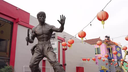 américa central : Los Angeles, Jan 16: Bruce Jun Fan Lee statue of Chinatown on JAN 16, 2020 at Los Angeles, California