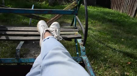 nenúfar : The legs of a girl who rides on a swing.