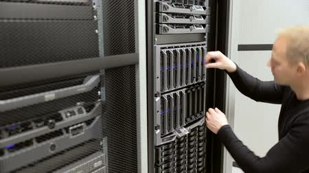 technikus : IT technician install harddrive in blade server in datacenter