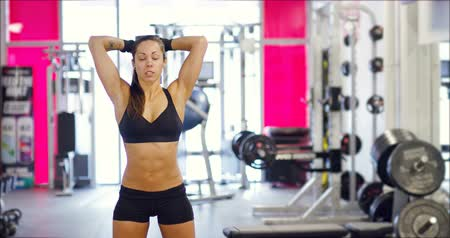šest : Powerful fit woman workout triceps lifting weights in gym