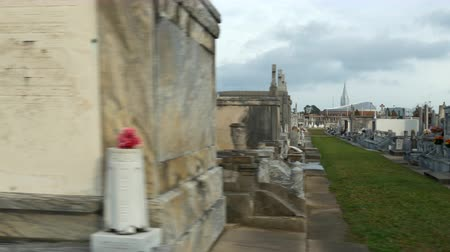 lafayette : reveal from tomb to row of tombs in Metairie Cemetery New Orleans Stock Footage