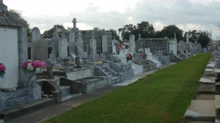 lafayette : tombs in Metairie cemetery New Orleans Stock Footage