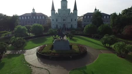 quadrado : Aerial view push into jackson square in the New Orleans French Quarter