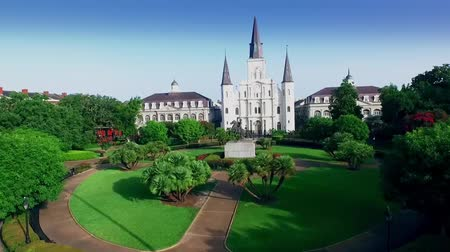 catedral : aerial view push into jackson square to saint louis cathedral