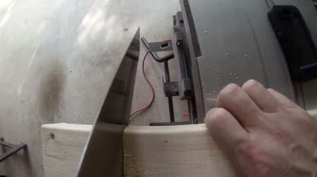 trabalhador manual : camera mounted on the blade of a saw showing a piece of wood being sawed. Shot at 120fps