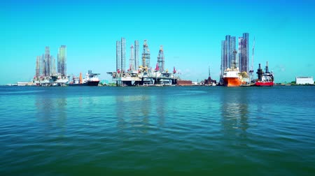 hidrolik : oil rigs and jack up barges in Galveston bay