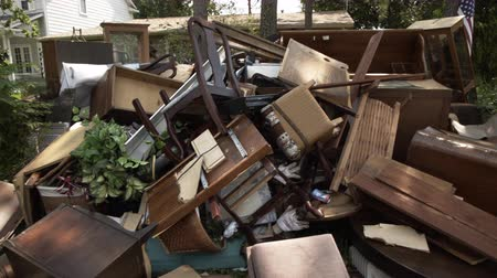 catástrofe : Destroyed furniture and other belonging placed outside for removal after catastrophic flooding by Hurricane Harvey.
