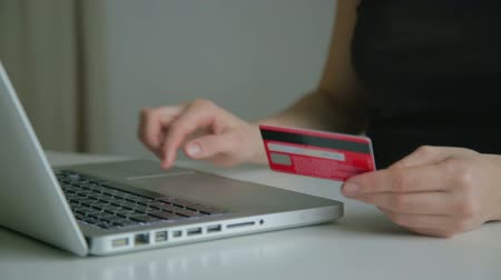 e ticaret : Paying with credit card online