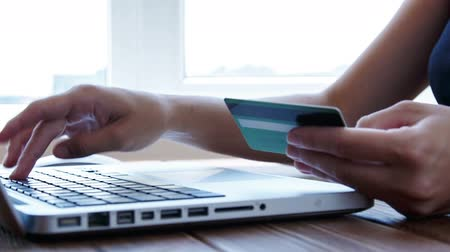 kart : Paying with a credit card online, shopping
