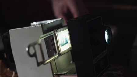 slayt : Man shows photos on the slide projector
