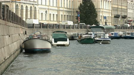 oroszország : Saint-Petersburg, Russia, 03 October 2016. View of the embankment and moored boats rocking on the waves of a summer day