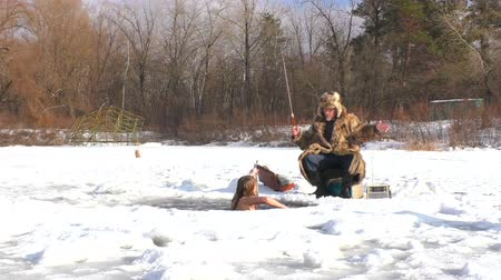 jeges : In winter, she catches fish under the ice water. Nearby is a winter fisherman.