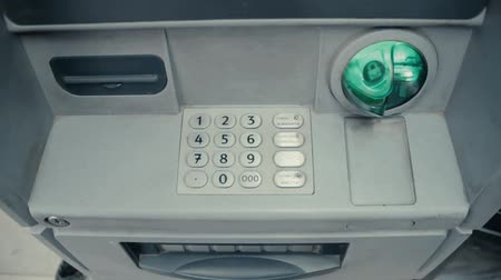 cenný : Blinking green slot in gray ATM cash machine. ATM machine is blinking and ready to accept credit card. Metal keypad with digits. Green plastic insert. Protection from hackers. Dostupné videozáznamy