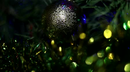 kluski : Christmas tree decorated with toys and sparkles. Against the background of blue, trend 2020. Wideo