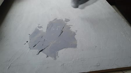 abobrinha : Covering the background with putty for wood. Application of the top coat. Light color. Repair work Stock Footage