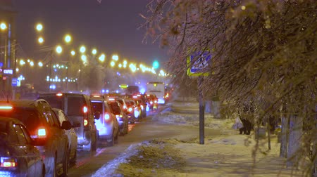 preso : Cars stands in traffic jam because of the freezing rain
