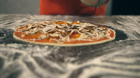 peperoni : Chef puts champignons on the pizza. Slow Motion