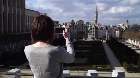 Бельгия : Woman tourist takes pictureson on smartphone in Brussels Belgium